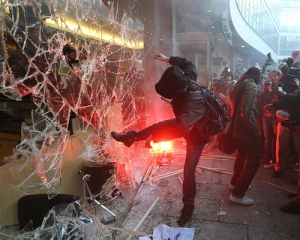 boy-boys-broken-broken-glass-crowd-glass-Favim.com-66383