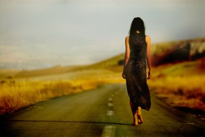 Favim.com-alone-beautiful-girl-street-walking-148909