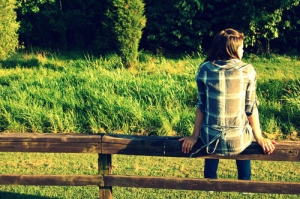 alone-fence-girl-sitting-Favim.com-144217